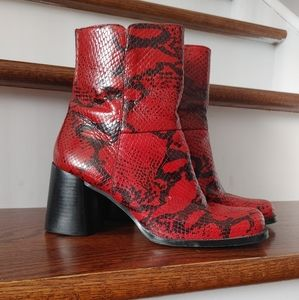 Vintage Bata leather red & black ankle boots sz 7